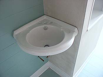 Corner Bathroom Sinks on Was Going To Be A Pain   The Little Corner Sink In William S Bathroom